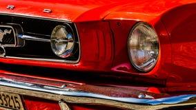 Старый красный Ford Mustang стоковое изображение rf
