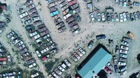 Старый крах автомобилей собрал в парке, виде с воздуха стоковое фото