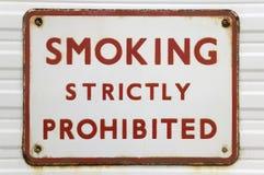 старый курить знака Стоковые Фото