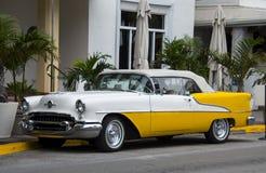 Старый классицистический автомобиль с откидным верхом Стоковые Изображения