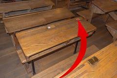 Старый класс с столами школы Стоковые Изображения