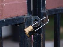 Старый ключевой замок на двери Стоковое Изображение