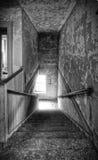 старый лестничный колодец стоковое изображение