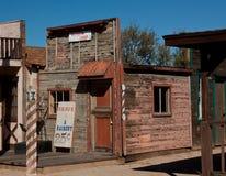 Старый магазин парикмахера город-привидения Стоковые Фото