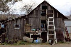 Старый малый деревянный дом Стоковые Изображения
