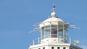Старый маяк на станции Башня и сторожевая башня моря Старая морская станция сток-видео