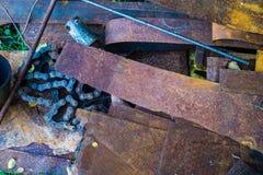 Старый металлолом на утил-куче Стоковые Изображения