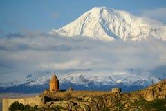 Старый монастырь перед горой Стоковое Изображение RF