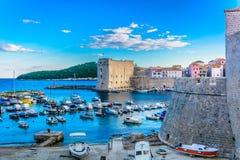Старый морской порт в Дубровнике, Хорватии Стоковые Изображения