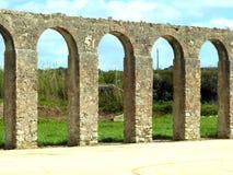 Старый мост-водовод в Obidos, Португалии стоковые изображения