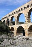 Старый мост-водовод Pont du Гара в южной Франции стоковые фотографии rf