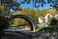 Старый мост в Греции стоковое фото