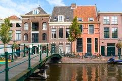 Старый мост канала Рейна в Лейдене, Нидерландах Стоковые Фотографии RF