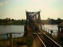 Старый мост над железнодорожным отражением персоны Стоковые Фото