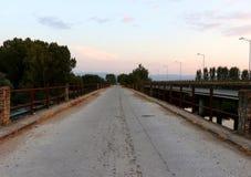 Старый мост на реке Strymonas, Serres северной Греции стоковые фотографии rf