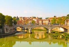 Старый мост над рекой Тибром в Риме Стоковое Изображение