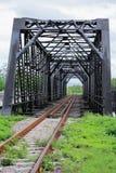 Старый мост пути рельса, конструкция в стране, путь пути рельса путешествием для перемещения поездом к любым где Стоковое Изображение