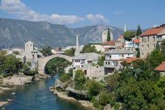 Старый мост Stari больше всего, река Neretva и старый городок в Мостаре Стоковые Фото