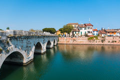 Старый мост Tiberius в городе Римини стоковые изображения rf