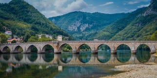 Старый мост Visegrad, Босния и Герцеговина Стоковые Изображения RF