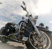 Старый мотоцикл в солнечном свете Стоковые Фото