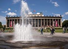Старый музей в Берлине с fontain Стоковое Фото