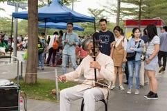 Старый музыкант улицы стоковые фотографии rf