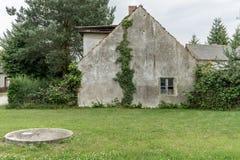 старый, необжитый дом стоковая фотография