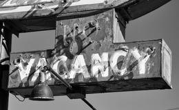 Старый неон отсутствие знака вакансии от старого покинутого мотеля гостиницы Стоковое Фото
