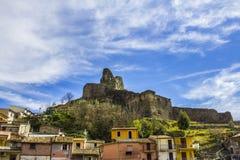 Старый нормандский замок ` s, и средневековый город, Lamezia Terme, Калабрия, Италия Стоковые Фотографии RF