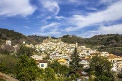 Старый нормандский замок ` s, и средневековый город, Lamezia Terme, Калабрия, Италия стоковая фотография rf