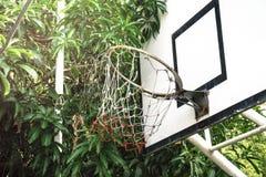 Старый обруч баскетбола стоковые изображения