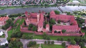 Старый огромный замок на реке сток-видео