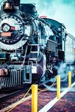 Старый локомотив пара против голубого облачного неба, винтажного поезда Стоковые Фотографии RF