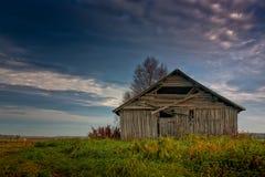 Старый дом амбара на полях Autunm Стоковые Изображения