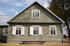 Старый дом в деревне Стоковая Фотография RF