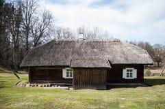 Старый дом в деревне Стоковые Изображения RF