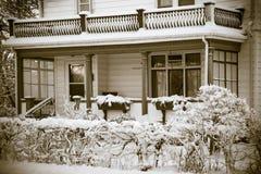 Старый дом в зиме Стоковая Фотография