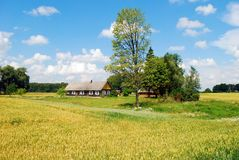 Старый дом в литовской деревне Стоковая Фотография RF