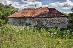Старый дом в русской деревне Стоковые Изображения