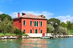 Старый дом на малом острове в Венеции, Италии Стоковое Фото