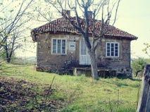 Старый дом на сельской местности стоковое фото rf