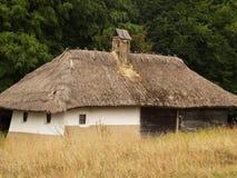 Старый дом в деревне Стоковые Изображения