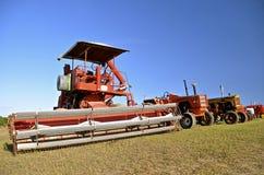 Старый оранжевый самоходный зернокомбайн Стоковая Фотография RF