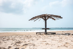 Старый павильон на пляже Стоковые Изображения