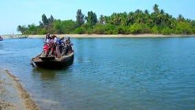 Старый паром на реке, Мьянма акции видеоматериалы