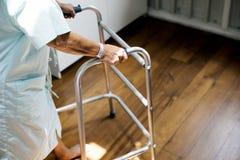 Старый пациент в процессе брать стоковая фотография rf