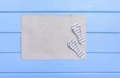 Старый пергамент и голубые доски Стоковое фото RF