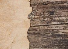 Старый пергамент на деревянной предпосылке Стоковая Фотография RF