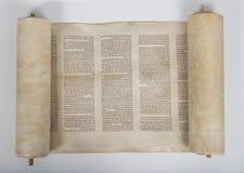 Старый перечень torah на белой предпосылке стоковые фото